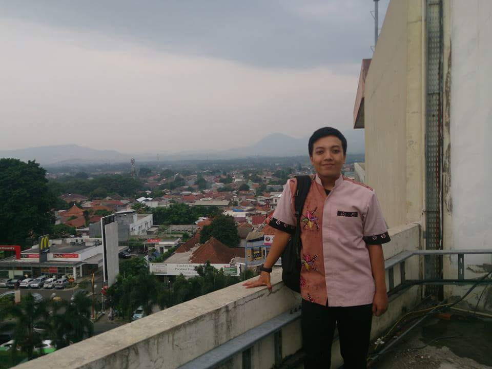 Haqi Achmad<br>(Copywriter, Digital Advertiser)
